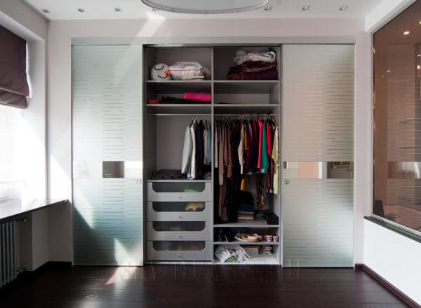 Дизайнерский шкаф-купе на заказ с наполнением от мебельного ателье ААА-Классика