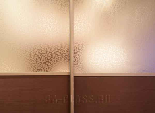 Двери шкафа-купе на заказ из декоративного матированного зеркала
