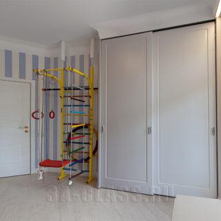 Двухдверный шкаф-купе из мдф на заказ для детской комнаты от мебельного ателье ААА-Классика в Москве