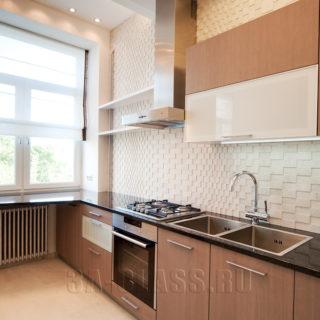 Кухня с гранитным фартуком