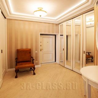 Общий вид прихожей со шкафом-купе изготовленным из мдф на заказ от мебельного ателье ААА-Классика в Москве