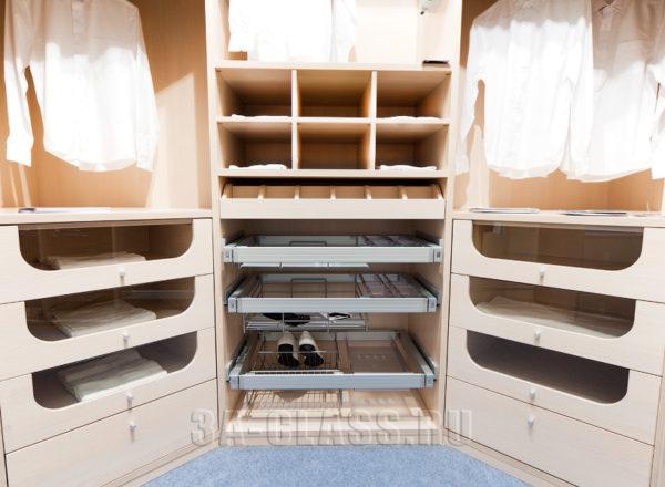 Практичное наполнение гардеробной комнаты