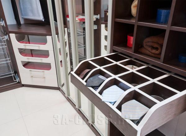 Секция для галстуков в гардеробной