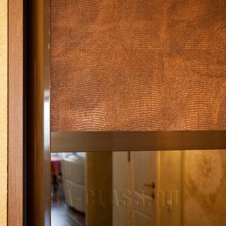 Шкаф-купе на заказ из мдф со вставками из стекла и кожи от мебельного ателье ААА-Классика в Москве