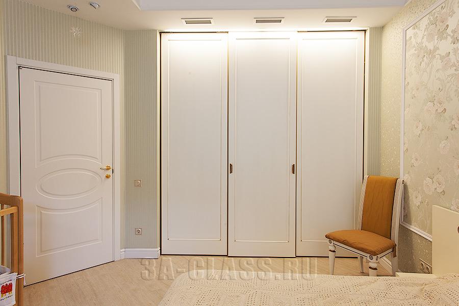 Шкаф-купе без зеркал с патиной из мдф на заказ от мебельного ателье ААА-Классика в Москве