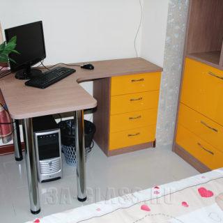Угловой письменный стол для подростка