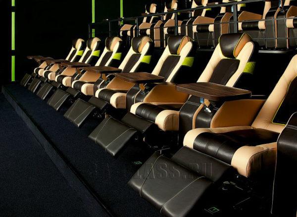 Кресла-реклайнеры в кинотеатре