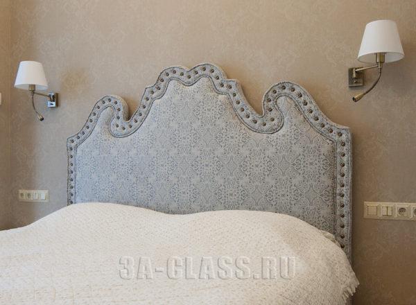 кровать на заказ по индивидуальному размеру с опорами из массива бука от частной мебельной мастерской