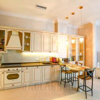 Кухня и обеденная зона Донован