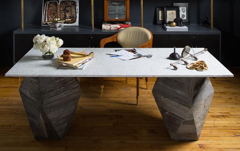 каменный стол