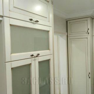 Шкаф в холл со стеклянными вставками