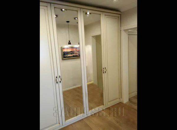 Зеркальный шкаф из ЛДСП EGGER
