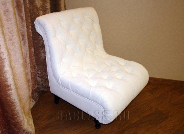 Белое кресло с каретной стяжкой на заказ по индивидуальным размерам заказчика в Москве