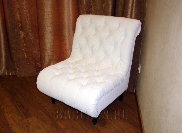 белое кресло с каретной стяжкой из массива бука изготовлено на заказ по индивидуальным размерам в Москве