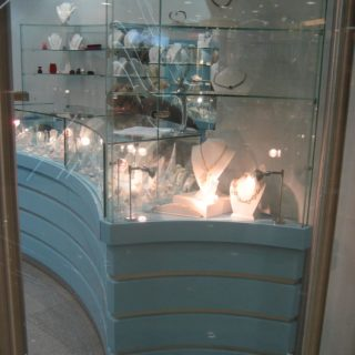 Торговая мебель в ювелирный магазин