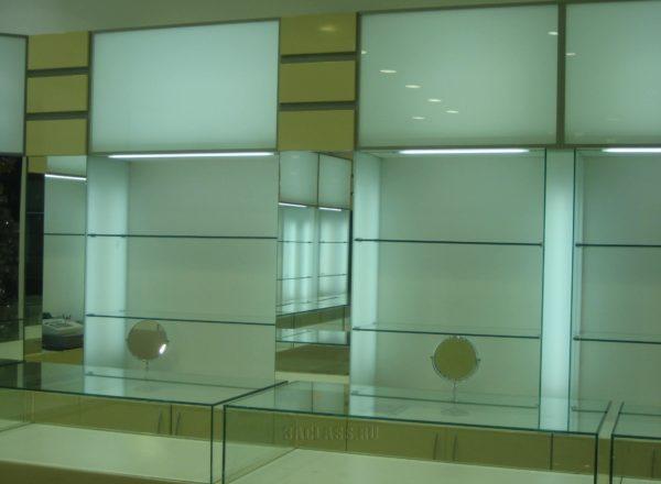 Встроенные витрины с подсветкой