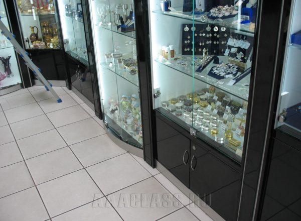 Дизайнерская витрина с шкафчиками