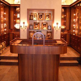 Элитная деревянная торговая мебель