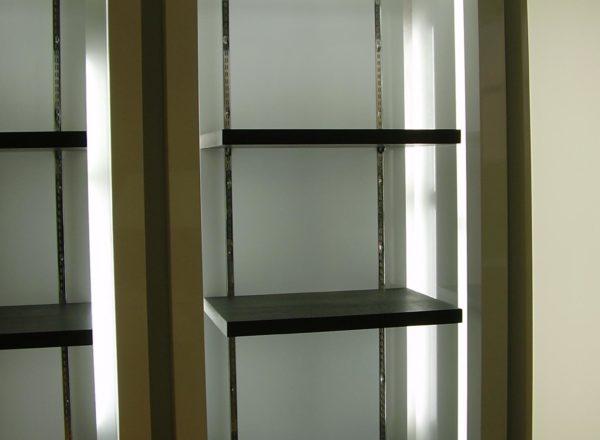 Глубокие вместительные витрины