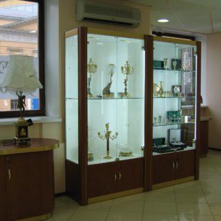 Классическая торговая мебель