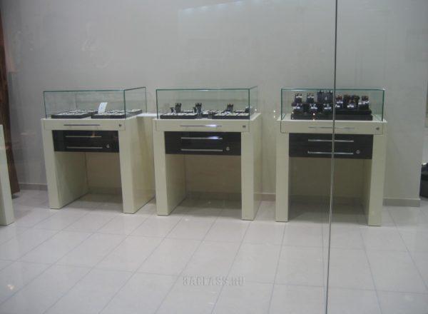 Компактные витрины для ювелирных украшений