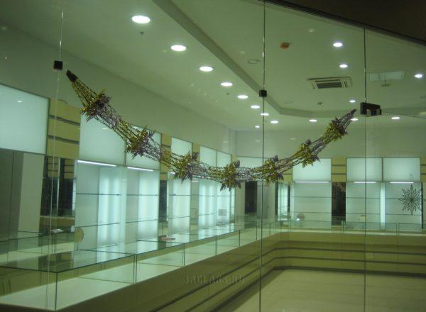 Мебель в магазине ювелирных изделий