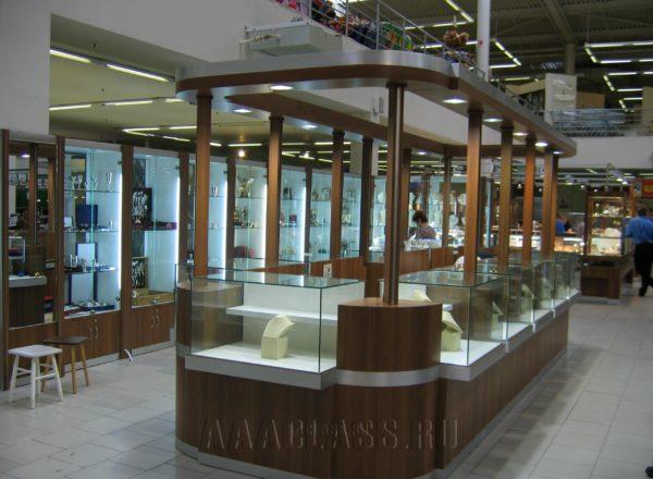 Торговая мебель со стеклянными витринами