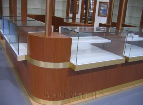 Торговый павильон из стекла и дерева