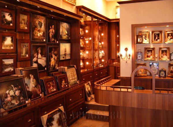 Уникальная деревянная мебель в магазин