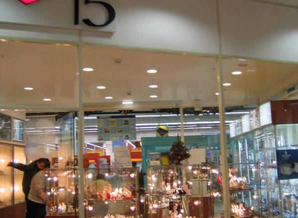 Витрины в магазине часов