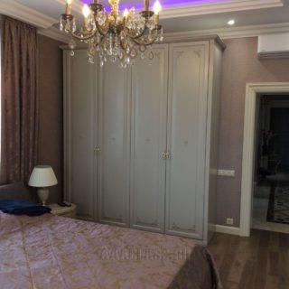светлый шкаф для одежды на заказ по индивидуальным размерам от мебельного ателье ААА-Классика