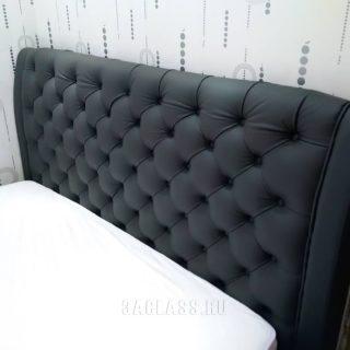 кровать с мягким изголовьем и каретной стяжкой на заказ по индивидуальным проектам в Москве от мебельного ателье ААА-Классика в Москве