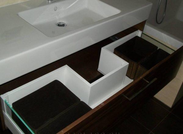 Мебель в ванную с фурнитурой BLUM