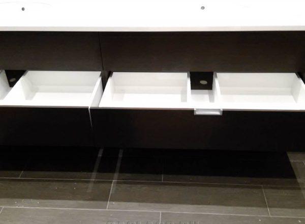 Рукомойник с вместительными ящиками