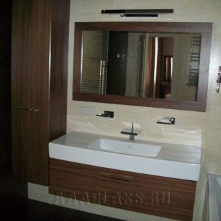 Мойдодыр с зеркалом в деревянном обрамлении