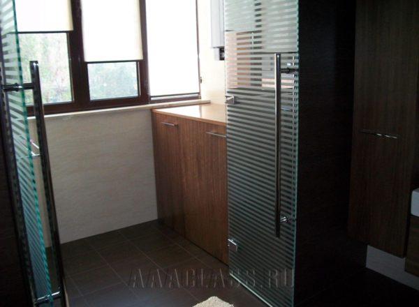 Практичный комод в ванную комнату