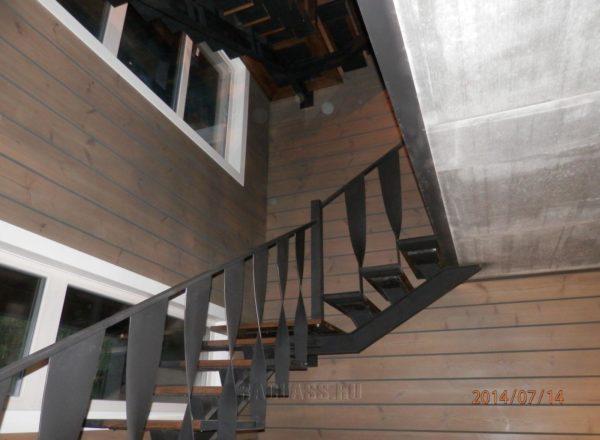 необычная лестница в особняк