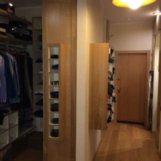 узкий шкаф в прихожую на заказ по индивидуальному проекту производства мебельного ателье ААА-Классика