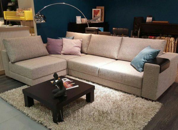 диван с прямыми подушками