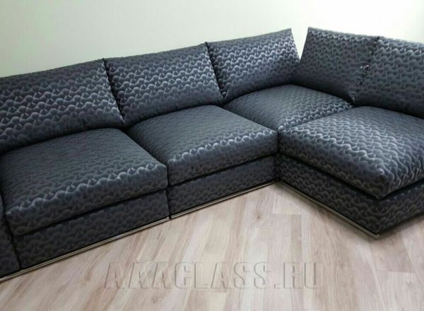 угловой модульный диван на заказ, выполненный по индивиуальным параметрам из ткани от мебельного ателье ААА-Классика