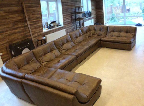 кожаный диван сложной формі