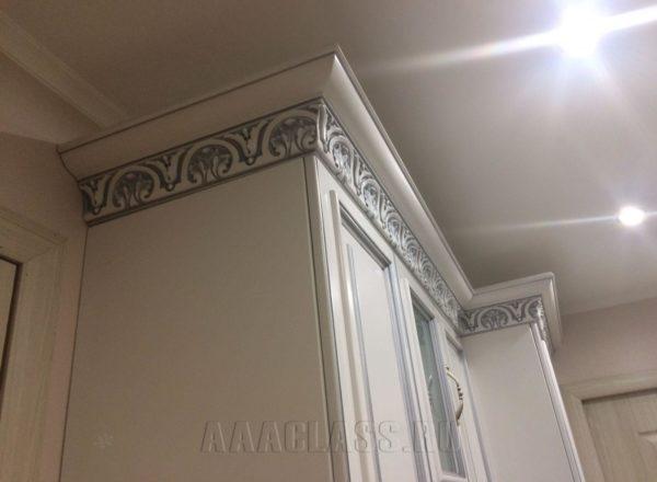 встроенный шкаф с патиной на заказ по индивидуальным размерам в Москве от мебельного ателье ААА-Классика