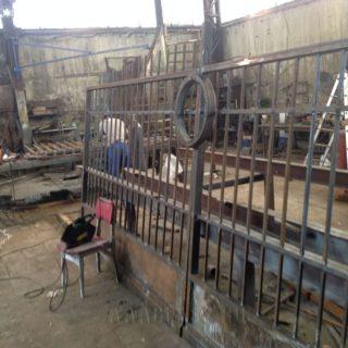 производство металлических ворот на заказ по индивидуальным размерам от мебельного ателье ААА-Классика