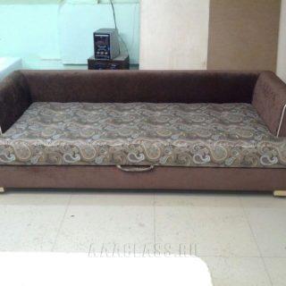раскладной диван с узором