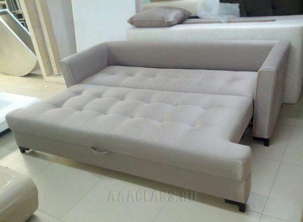 серый раскладной диван