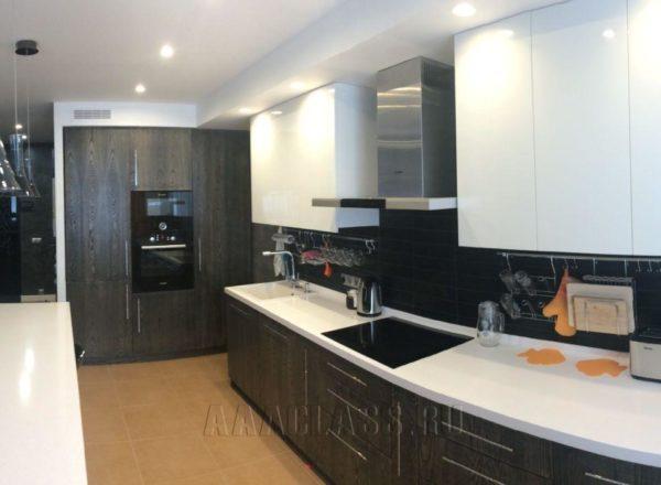 монохромная мебель в кухню на заказ от мебельного ателье ААА-Классика