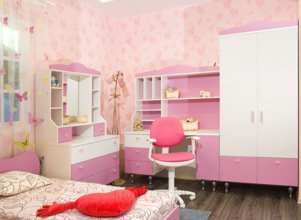 розовая мебель для детской комнаты для девочки