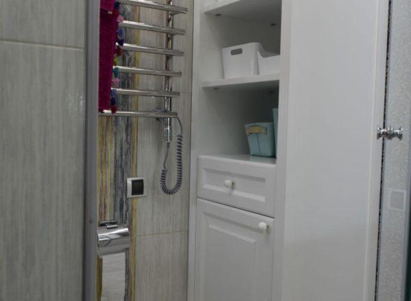 изготовление эксклюзивного шкафа-пенала в ванную на заказ по индивидуальному проекту в Москве от мебельного ателье ААА-Классика