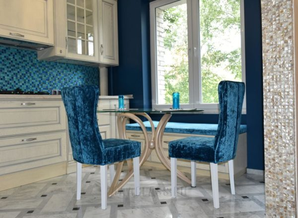 стулья на заказ с опорами из массива дуба по индивидуальным размерам в Москве