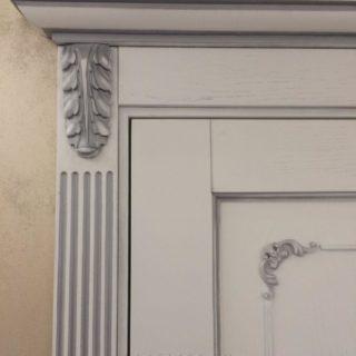 изготовление межкомнатных дизайнерских дверей с накладками из массива дуба по индивидуальному проекту в Москве для квартиры по улице Текстильщиков от мебельного ателье ААА-Классика